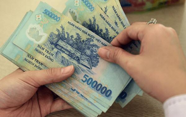 Vay tiền ngân hàng Vietinbank; tối đa 300 triệu, lãi chỉ từ 7,7%/năm